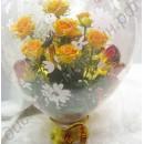 Цветы, упакованные в воздушный шар
